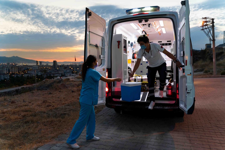 iStock-1282010277-Ambulance-organ-transportation-1-1440x960